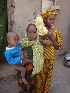 275_Mopti  The Fula Quarter  Family and Colourful Clothes