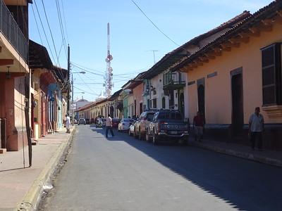 092_Leon  Colonial Architecture  Architecture Coloniale  Toits de tuiles rouges et aux murs peints de couleurs chaudes