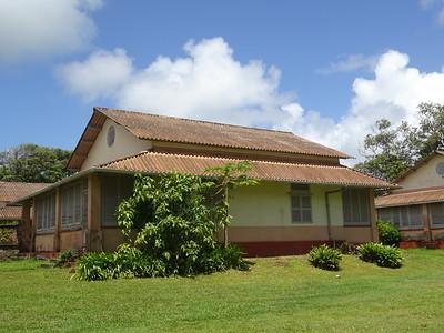 160_L'Ile Royale  Logements des gardiens  Une grande chambre avec 1 lit double et 1 lit simple, 1 grande salle de bain et 1 veranda