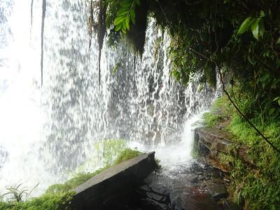 260_Parque Nacional Canaima  Salto Hacha  Walking behind the Falls Water Curtain
