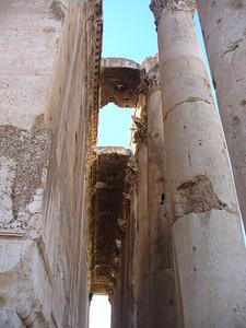 260_Baalbeck_Temple_de_Bacchus_Plafond_a_caissons_du_peristyle