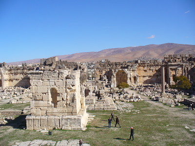 225_Baalbeck_The_Big_Courtyard_and_the_Great_Altar