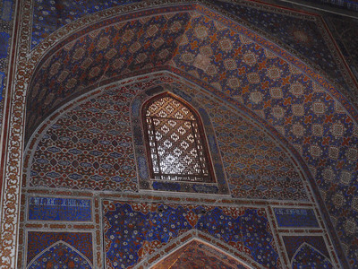 287_Mosque ceiling is flat, tapered design makes it look domed from inside