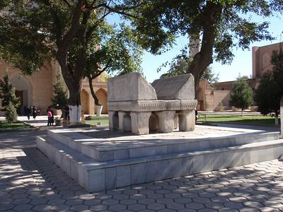 429_Bibi-Khanum Mosque  Interior courtyard  Enormous marble Quran