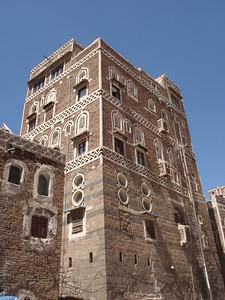 069_Old San'a   Mud-Bricks Tower House  400-650 Years-Old