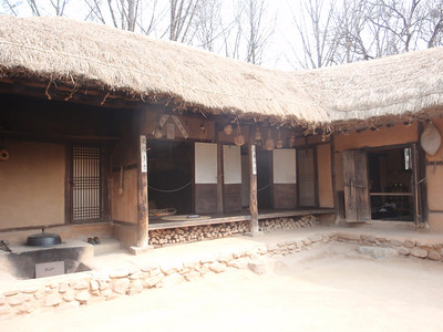 223_Korean Folk Village  Commoner's House in the Southern Part  Many rooms to be used as workshops or storage for making products of straw, willow and bamboo jpg