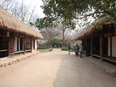 206_Middle Class Farmer's House in the Southern Part  Inner and outer wings are paralleled  The wide wooden floor allows to be cool in summer time jpg