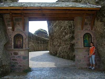 086_Meteora_Monastery_Varlaam_Stairs_Entrance