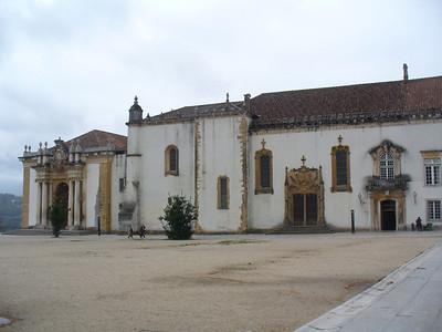 413_CU_La_Capela_Sao_Miguel_et_l_etonnante_Bibliotheque